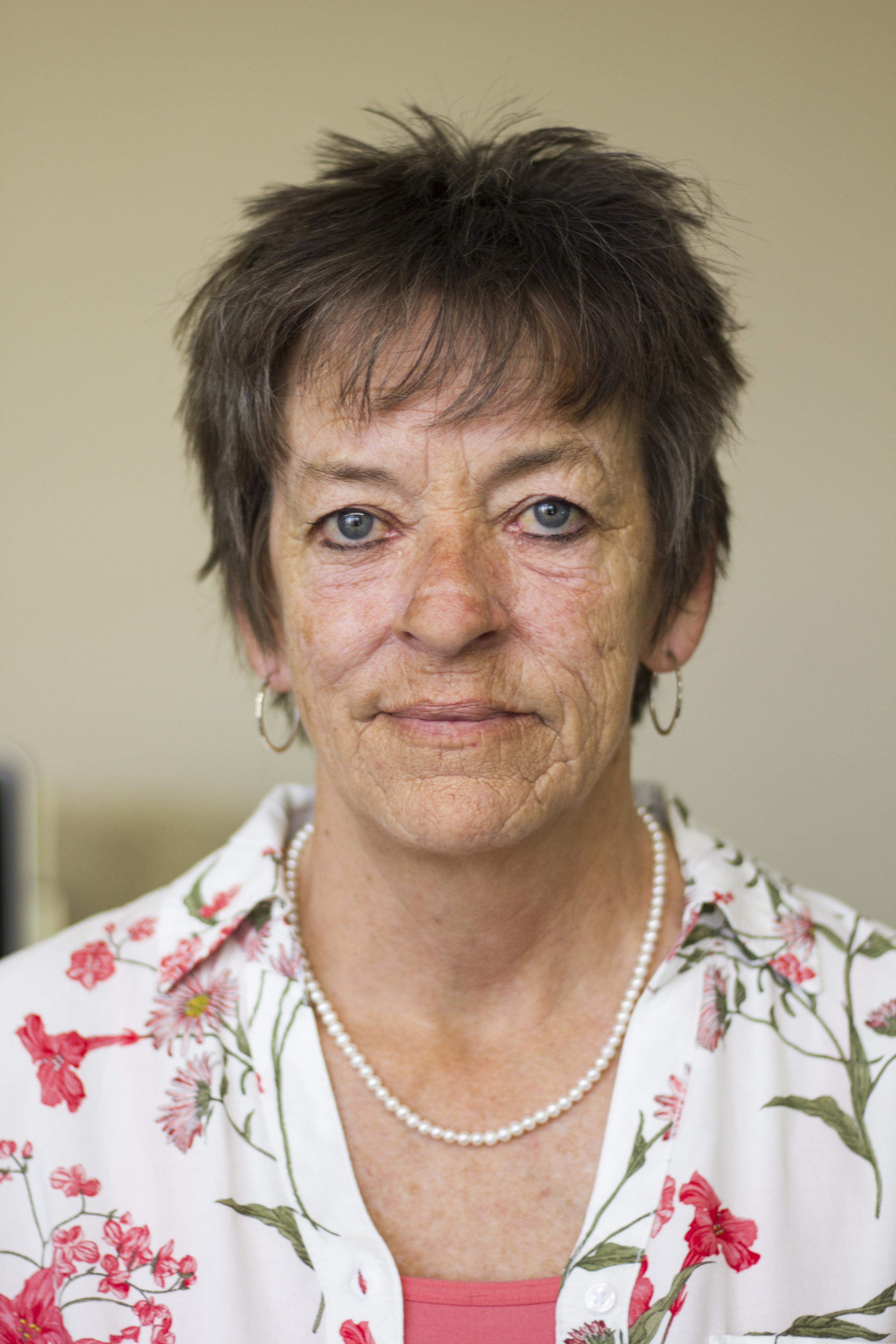 Wanda Fix : Customer Service/Obituaries